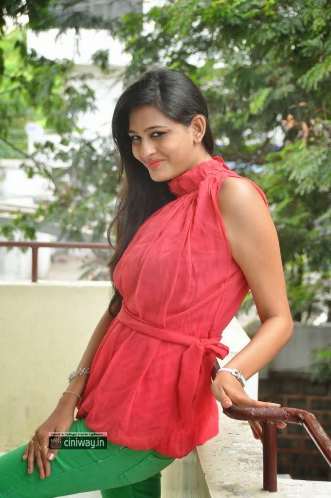 Actress-Swetha-Jadhav-Stills-at-Inka-Yemi-Anukoledu-Press-Meet