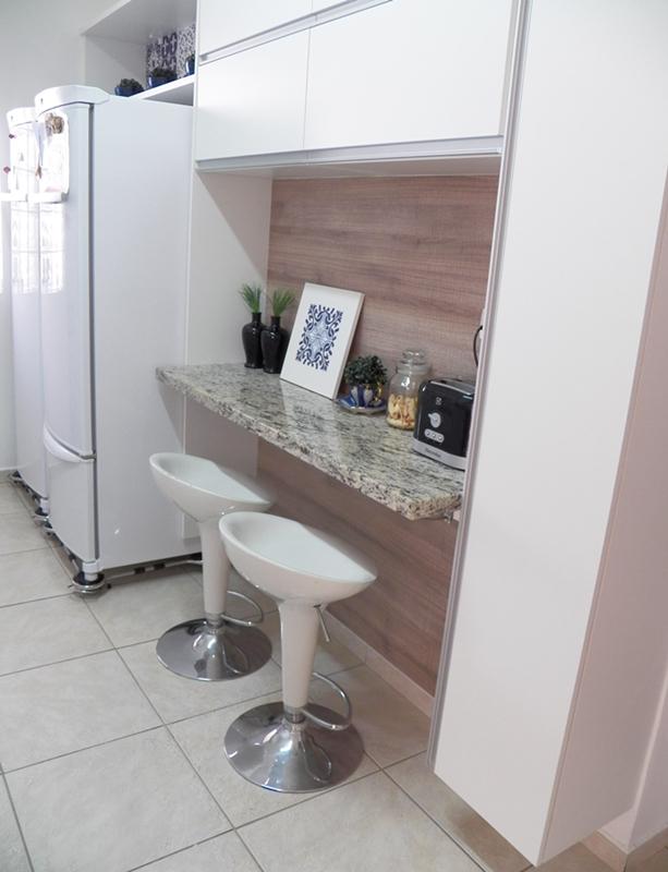 quadrinho de mdf e azulejo adesivo decorando minha cozinha