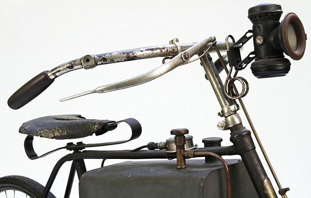 Motosikal antik yang guna kuasa stim akan dilelong