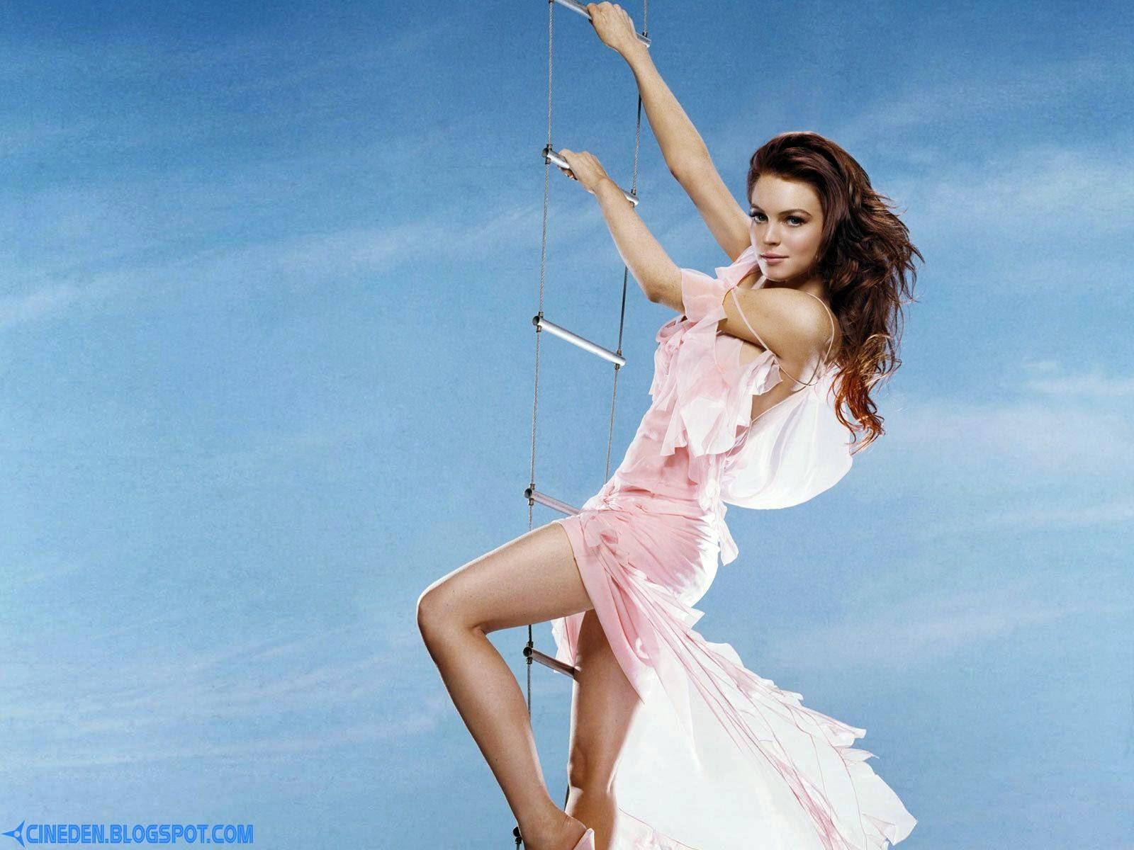 Lindsay Lohan ran naked in store - CineDen