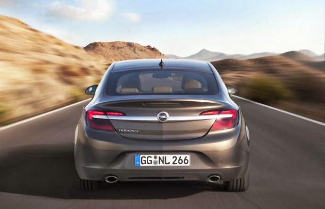 Noul Opel Insignia vedere din spate