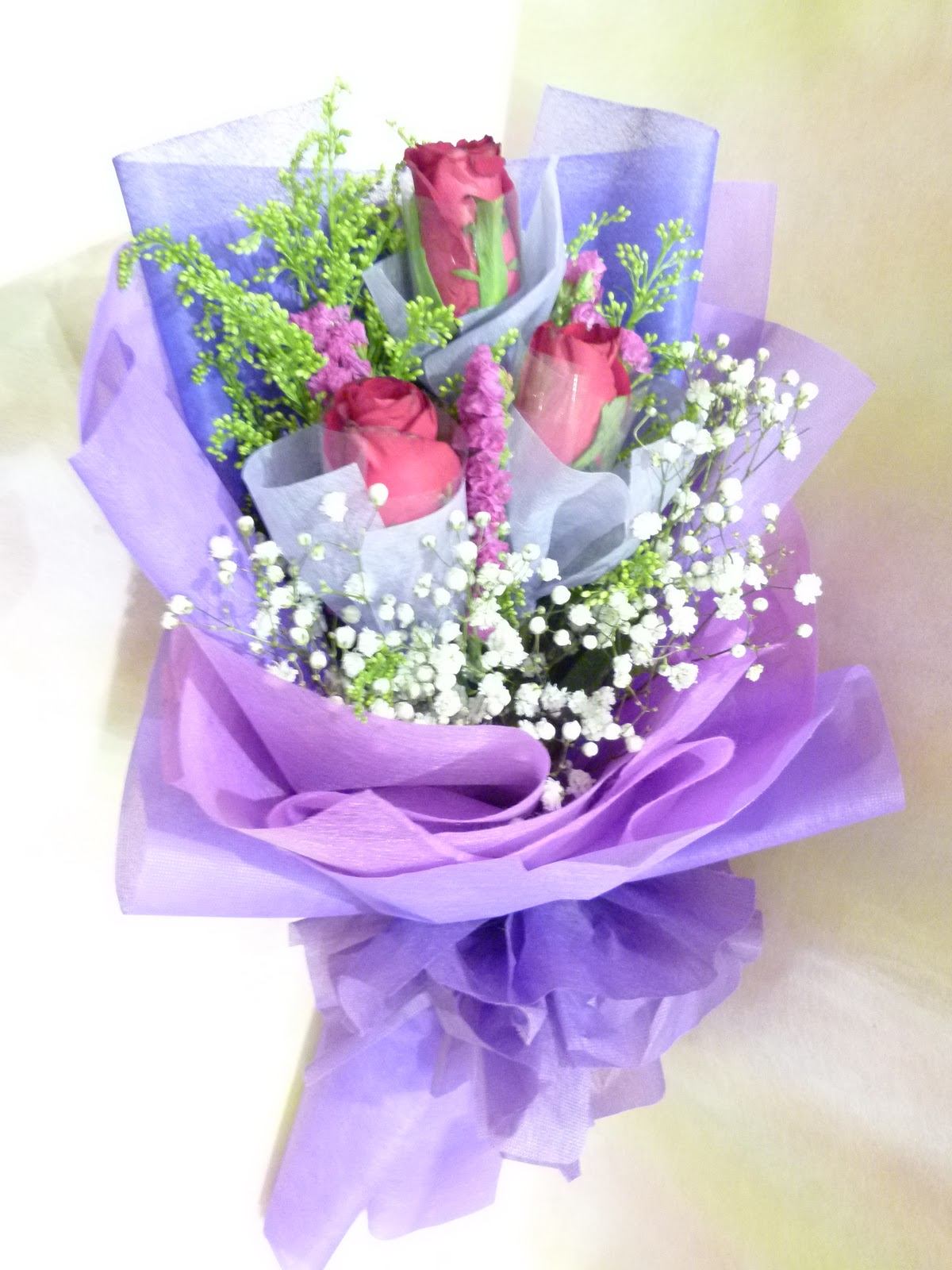 Lynette u valentine fresh flowers hand bouquet china super rose hand bouquet available in pink and red colour free gift with 12 stalks rose bouquet before 3 feb izmirmasajfo