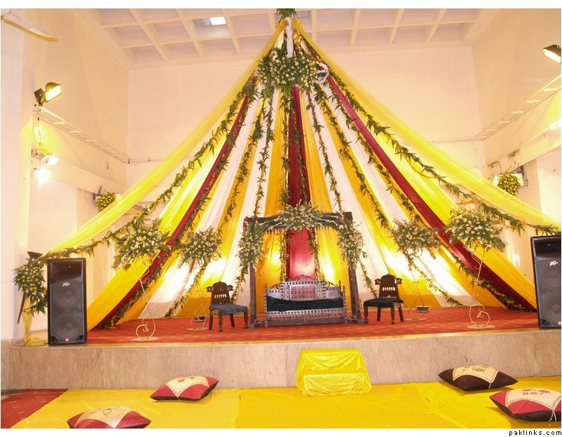 Mehndi Decoration Simple : Ghosia caterers flowers decoration mehndi stage
