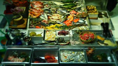 A miniature Hong Kong seafood stall.