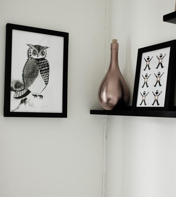 print uggla, print svartvit, svartvita prints, handmålade prints, svarta och vita posters, svarta och vita prints, svart och vit uggla, tavla, i hallen, tips p tavlor i hall, inspiration tavlor hall, tavlor, inredningstips hall