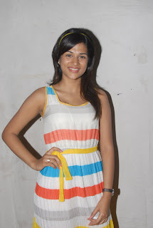 Tamil Actress Shraddha Das Latest Spicy Pics