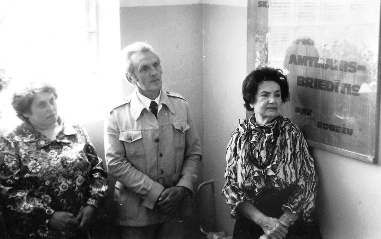 Dzintra Zommere , Zigfrīds Kalniņš un Vallija Amtmane Briedīša piemiņas gaiteņa atklāšanā
