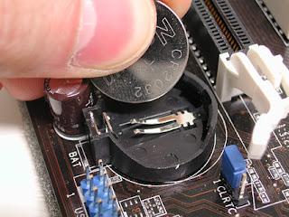 http://2.bp.blogspot.com/-xGDKbRzcuUo/TdYH-hvOH9I/AAAAAAAAADs/JTz6zjXdCcE/s320/cmos_battery1.jpg