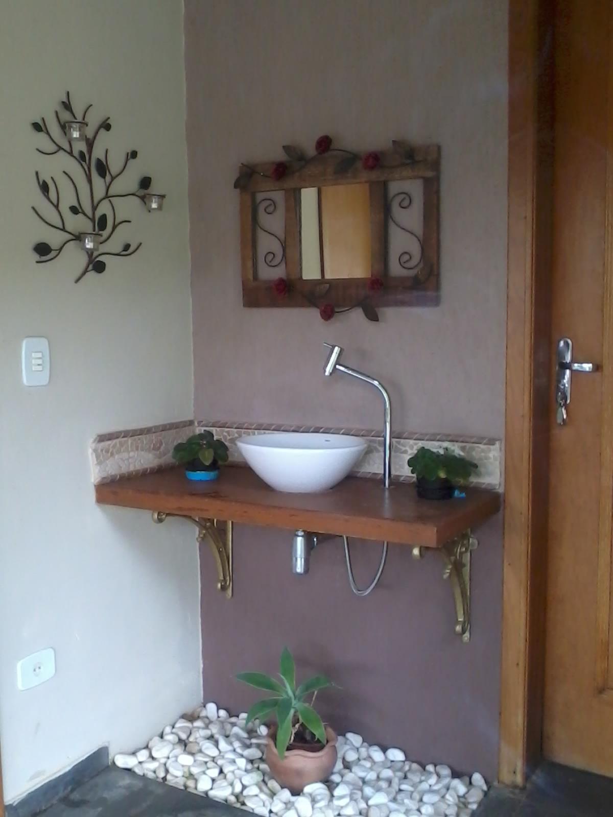 Para dar um toque de charme não colocamos piso em baixo da pia  #486883 1200x1600 Banheiro Acessivel Com Pia