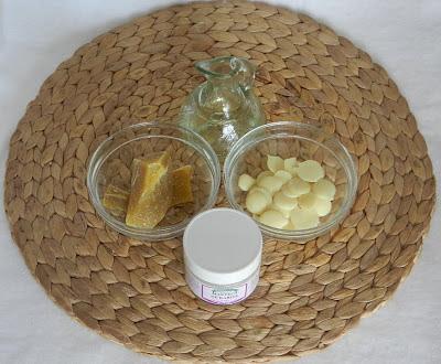 manteca de karité, manteca de cacao, cera de abeja natural, aceite de almendras