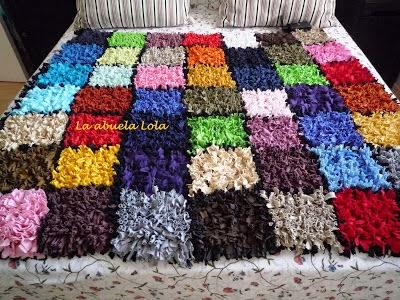 Cómo hacer una alfombra con camisetas en Recicla Inventa