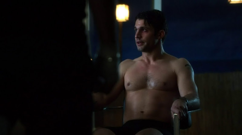 Dillon Casey Shirtless in Nikita s2e13