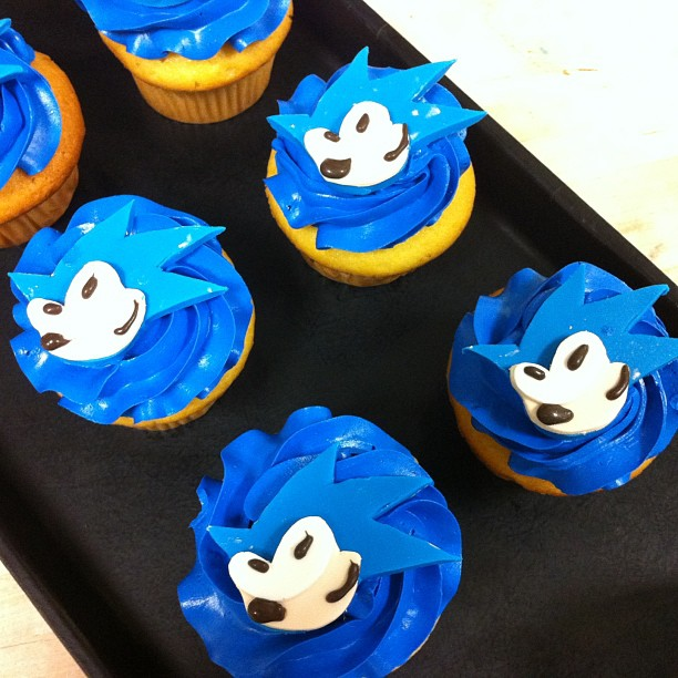 2. Cupcakes - 7 Ways to Throw a Sonic Party for Your Child ... → 👶…