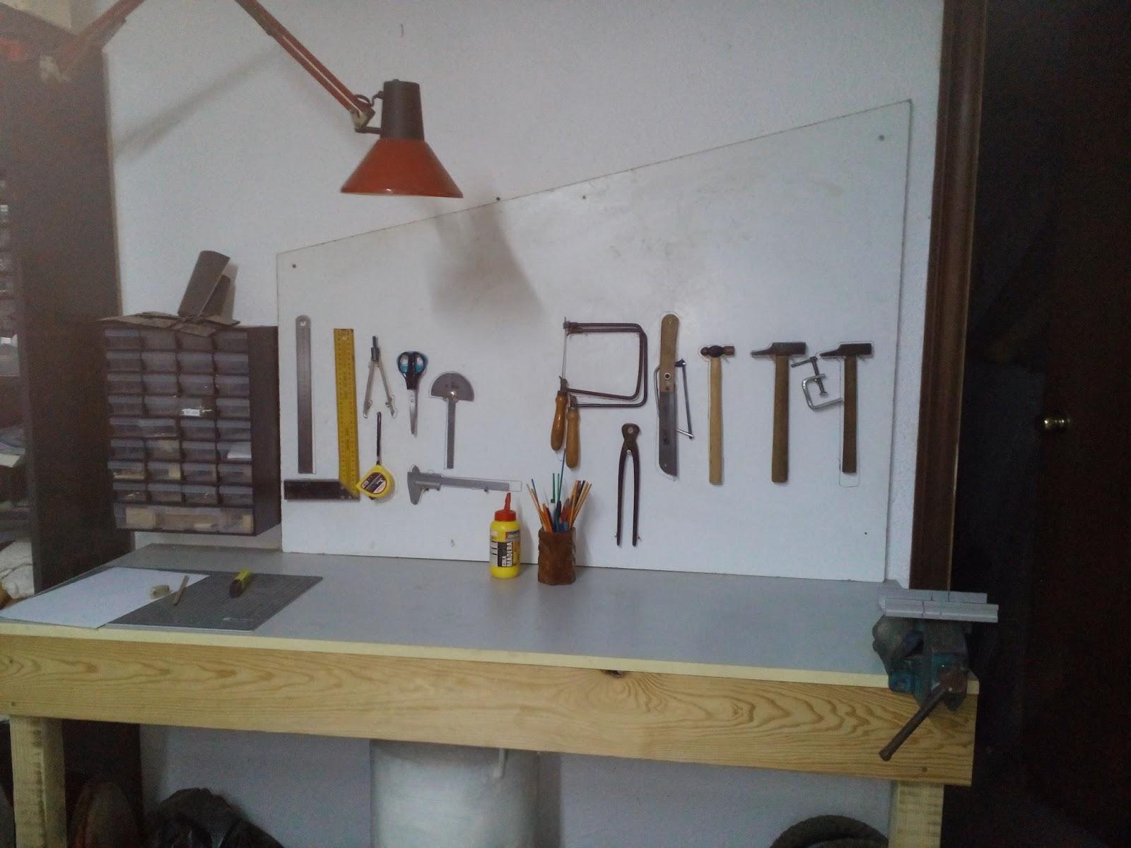 Una fada una pu a i un follet taller de madera - Sierra de mano para madera ...
