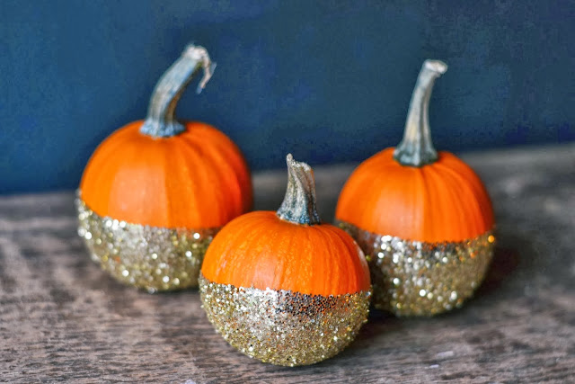 dip die glitter pumpkins, glitter pumpkins, party decor, halloween decor ideas, halloween ideas, sparkling pumpkin ideas, halloween decoration