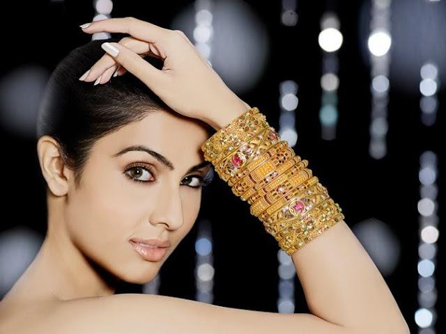 Model Divya Parameshwaran Cute Images Saree Photos sexy stills