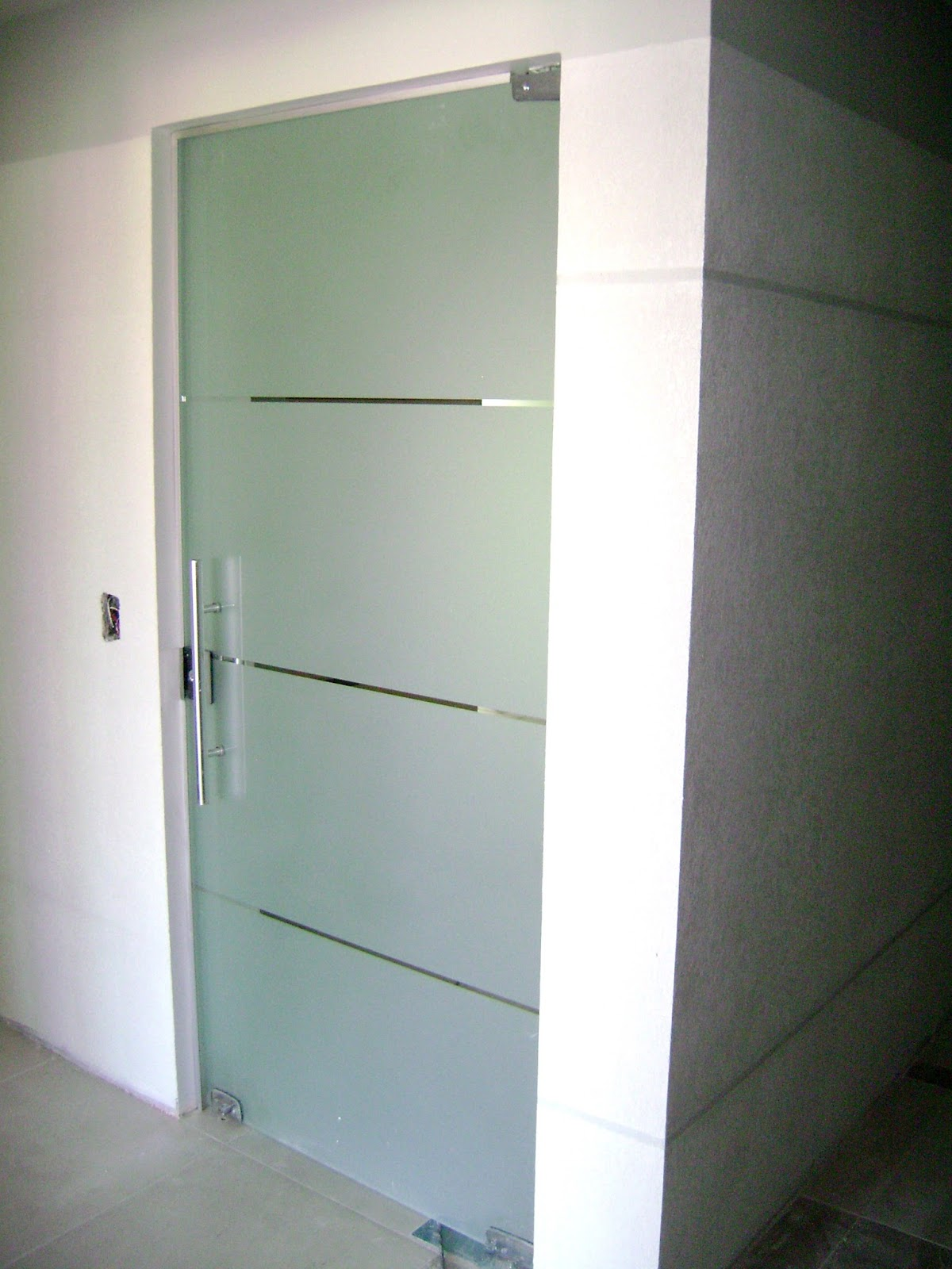 Imagens de #576874 Porta em vidro temperado Incolor 08 mm Jato fosco com listas e puxador  1200x1600 px 3484 Blindex Para Banheiro Rj