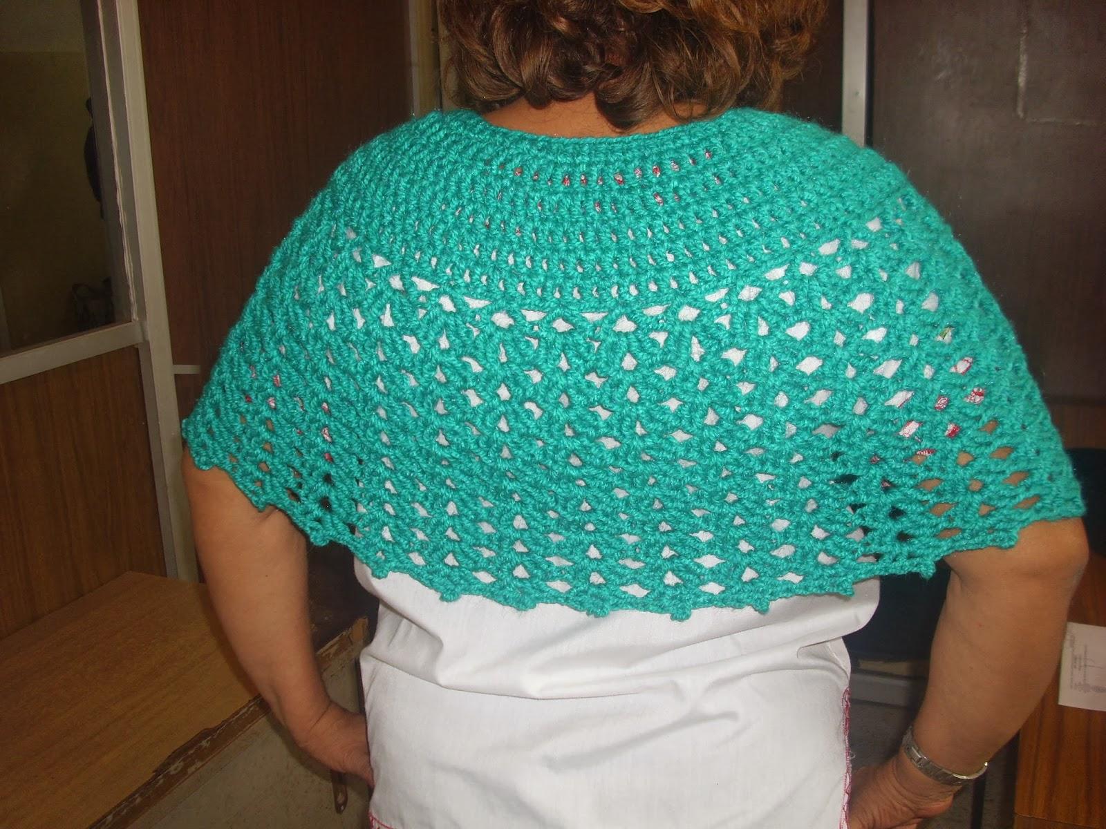 Arañito tejedor: Capa azul menta en crochet