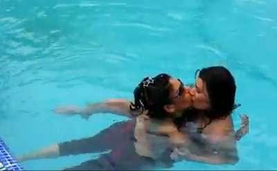 Mink-Brar-Lesbian-Kiss