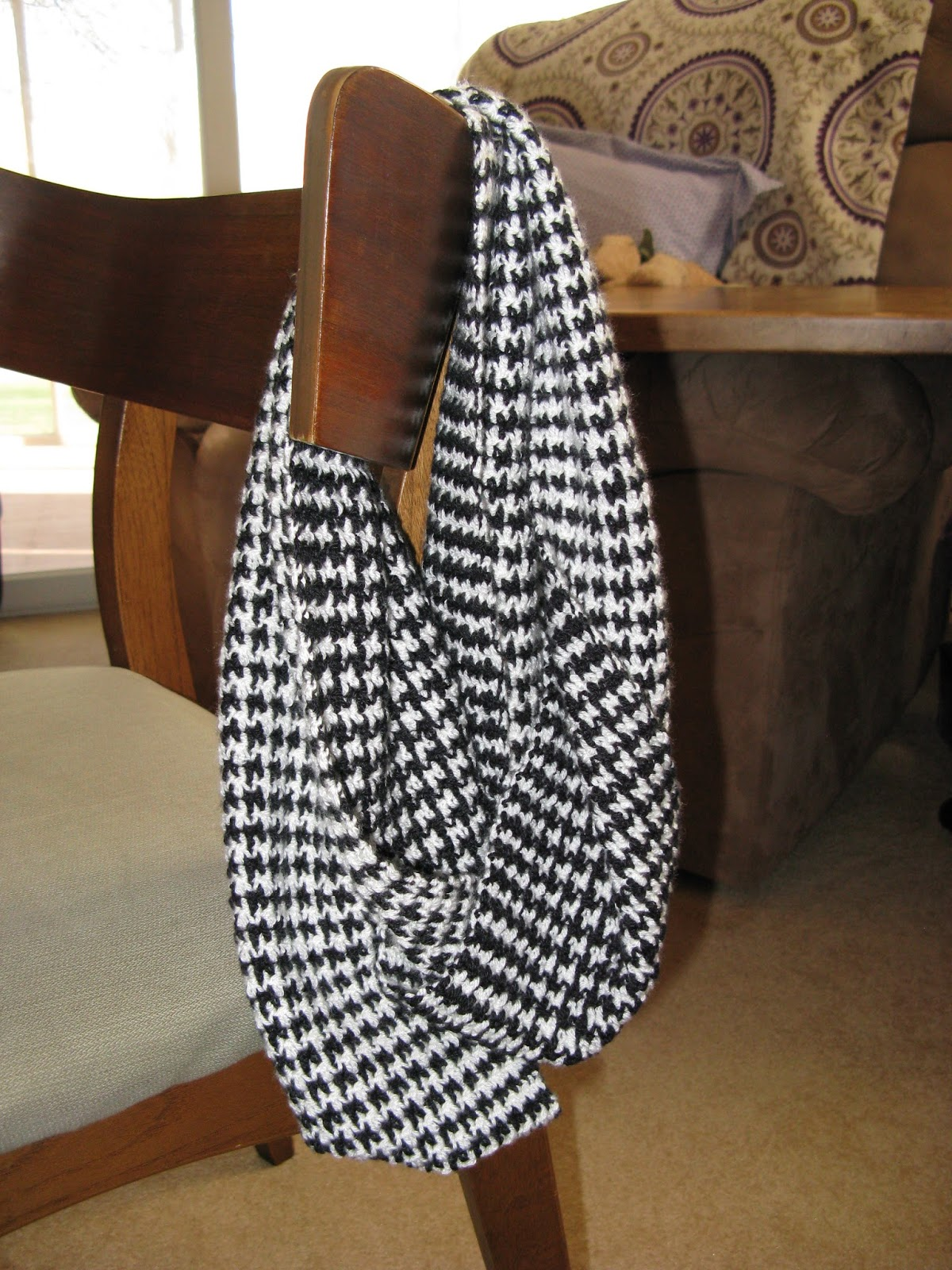 Cranberry Tea Time: Busy Hands: Houndstooth Infinity Scarves