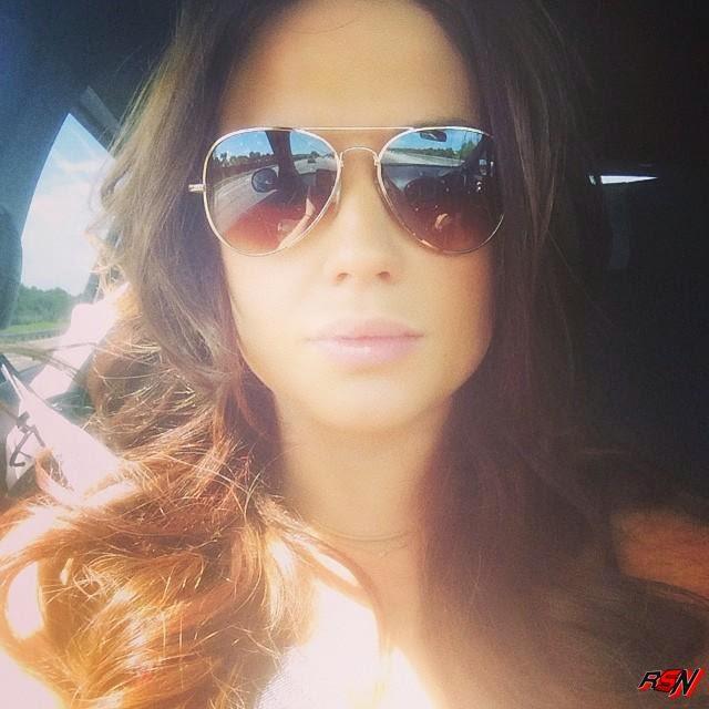 Kaitlyn Looking Good Showing Off Her Stunna Shades.