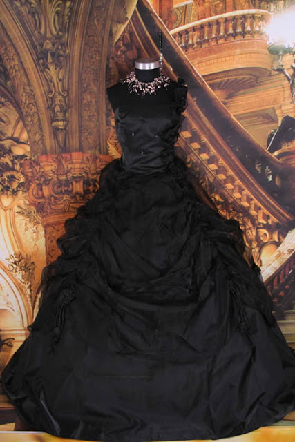 black-gothic-wedding-dress