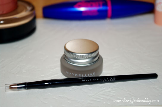 Maybelline Eyestudio Gel Eyeliner and brush