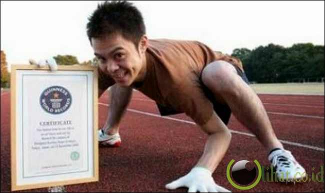 Rekor Dunia Berjalan Merangkak Tercepat 100 Meter