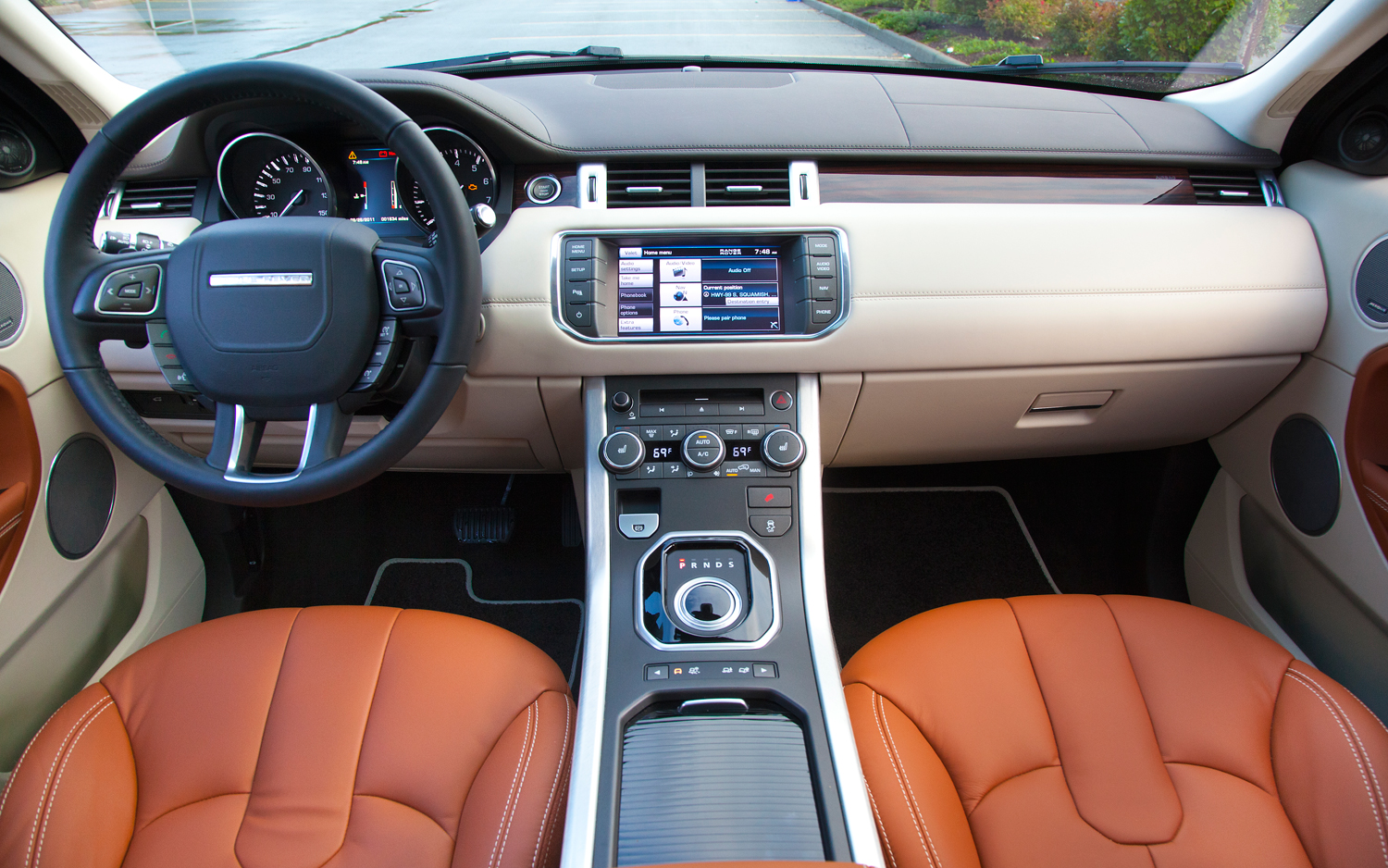 future channel tv inside the new 2013 range rover evoque. Black Bedroom Furniture Sets. Home Design Ideas