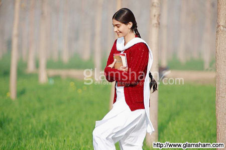 & Sonam Kapoor Exclusive 40 New Wallpaper 2011 Photo Free Download