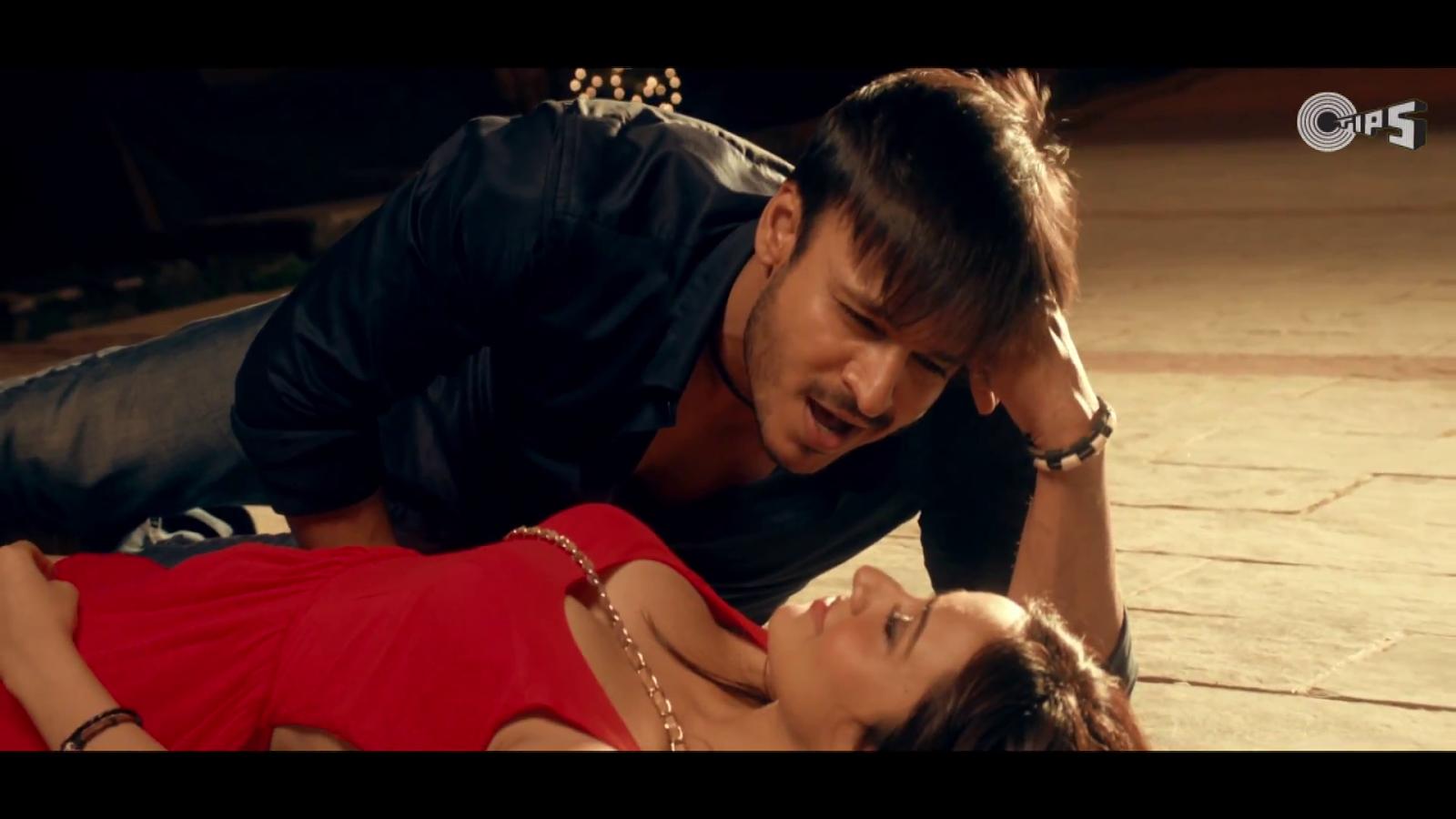 Jayantabhai Ki Love Story Movie 720p [Extra Quality] Download Neha-sharma-hot-lipkiss-Jayantabhai-Ki-Luv-Story-5