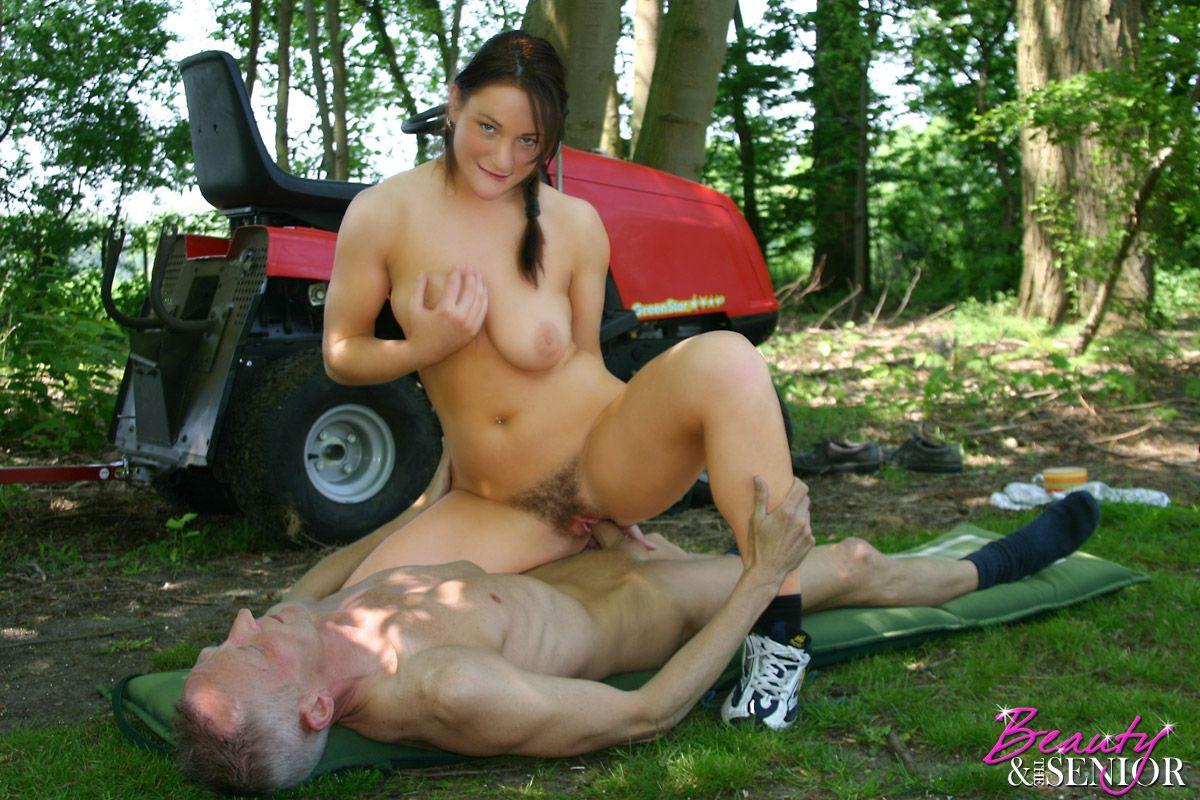 Смотреть онлайн русское порно с доярками, Русское деревенское порно на 2 фотография