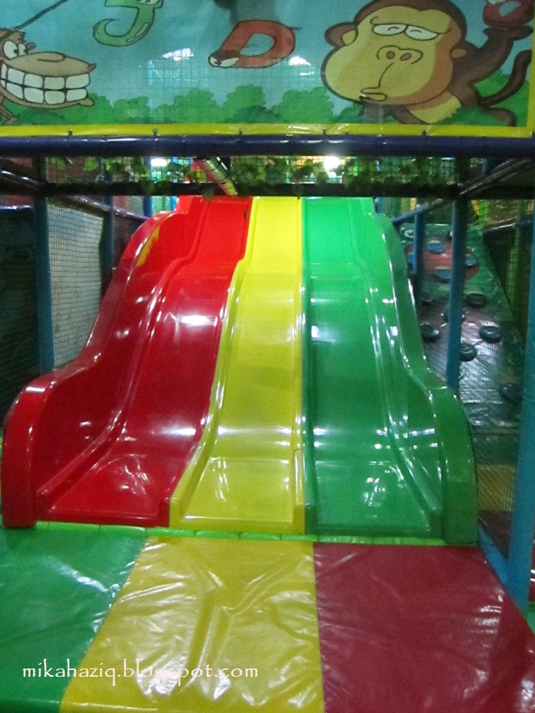 Mikahaziq indoor play jungle gym bangsar for Inside play areas