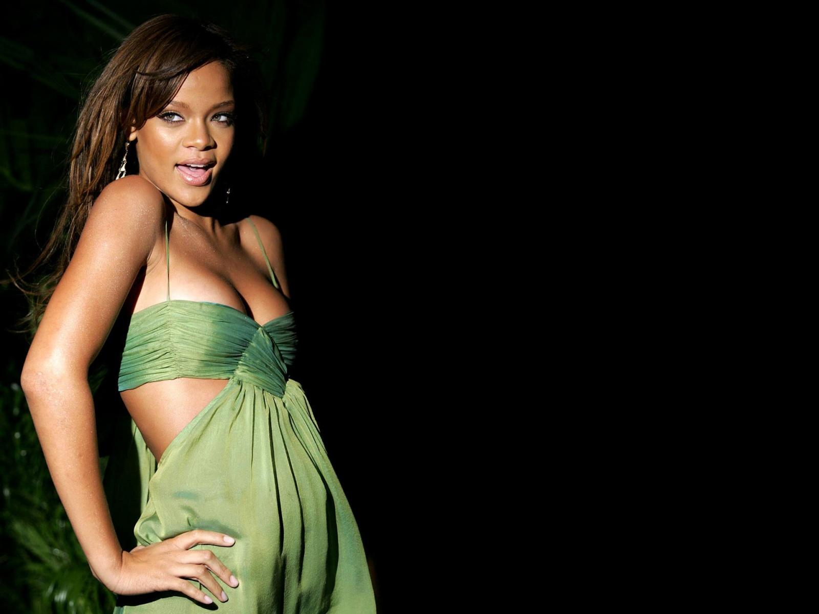 http://2.bp.blogspot.com/-xJzF7Vvl3b0/TyajsORbUkI/AAAAAAAAC6Y/MXuQvoMjml8/s1600/Rihanna-Hot-wallpapers-1.jpg