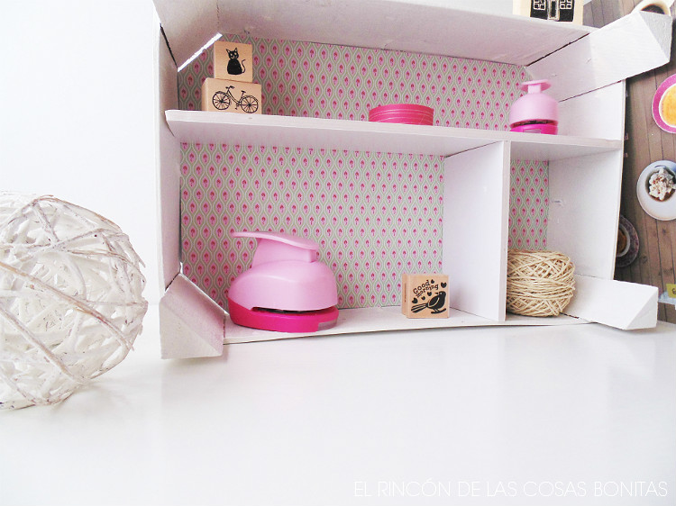 Estanter a con una caja de fruta el rinc n de las cosas - Cajas de fresas decoradas paso a paso ...