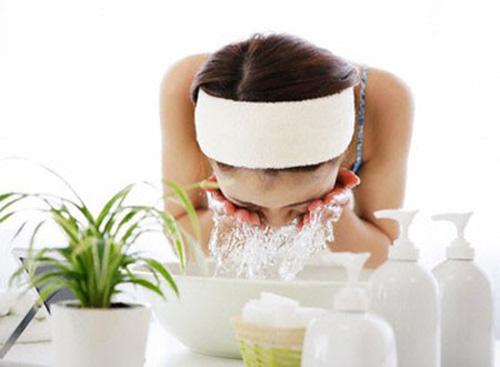 Cách làm trắng da mặt với nước vo gạo