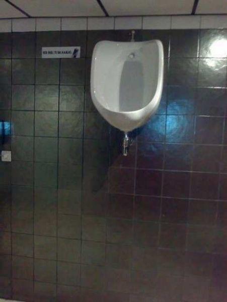 Siapa Yang Berani Kencing Di Toilet Ini? [ www.BlogApaAja.com ]