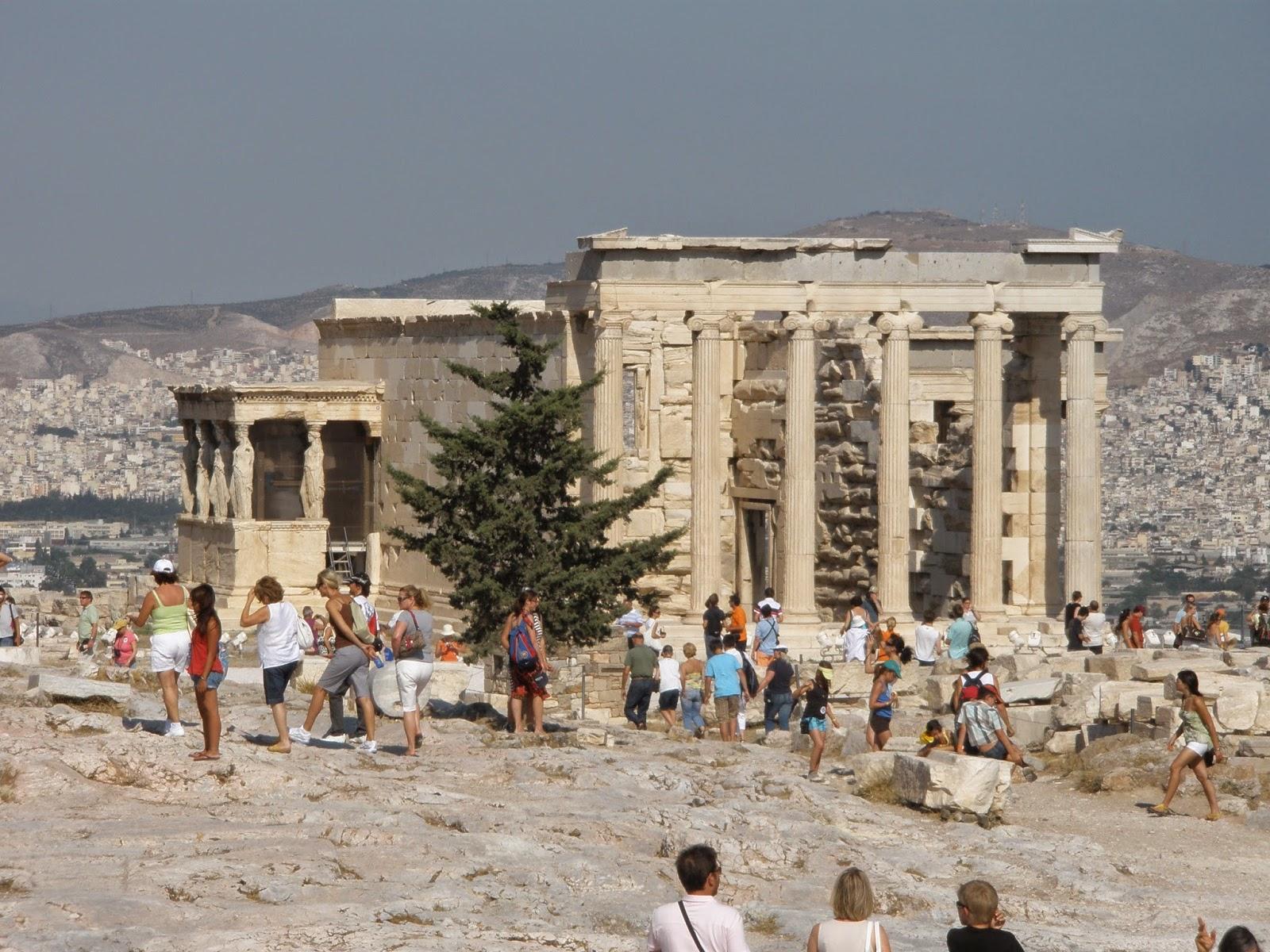 Erecteión, santuario dedicado a la diosa Atenea.