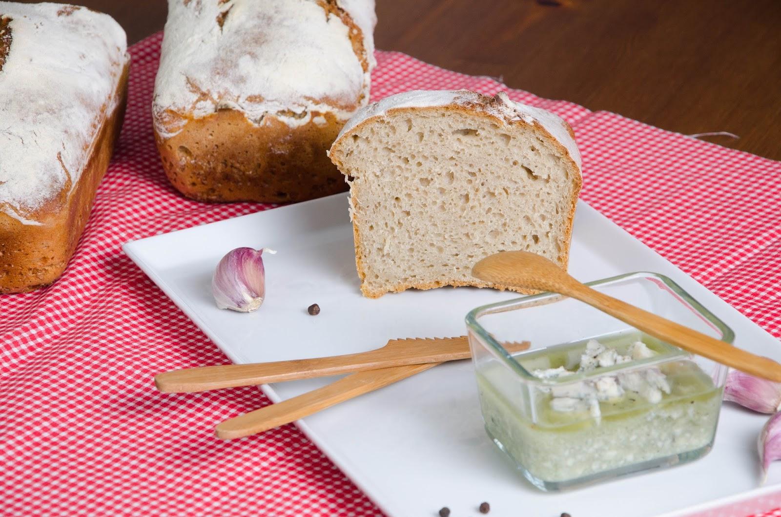Oliwa z oliwek z serem pleśniowym, czyli niesamowita pasta/sos do grzanek i nie tylko