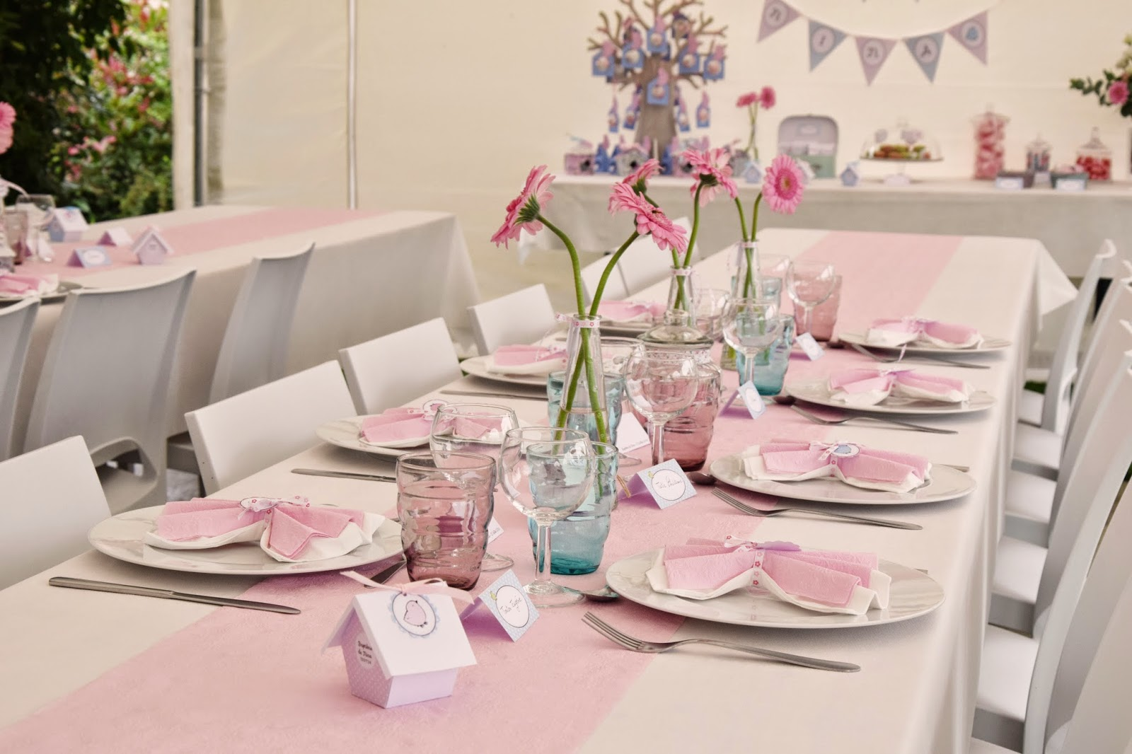 Deco table bapteme fille rose et gris id es de for Centre de table gourmandise