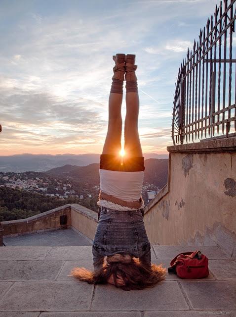 Tibidabo, sunset, Yoga pose, Yoga, Salamba Sirsasana, Stanie na głowie z podparciem, Ewa Jarlińska, Evik, evikowe-ch-file, Barcelona