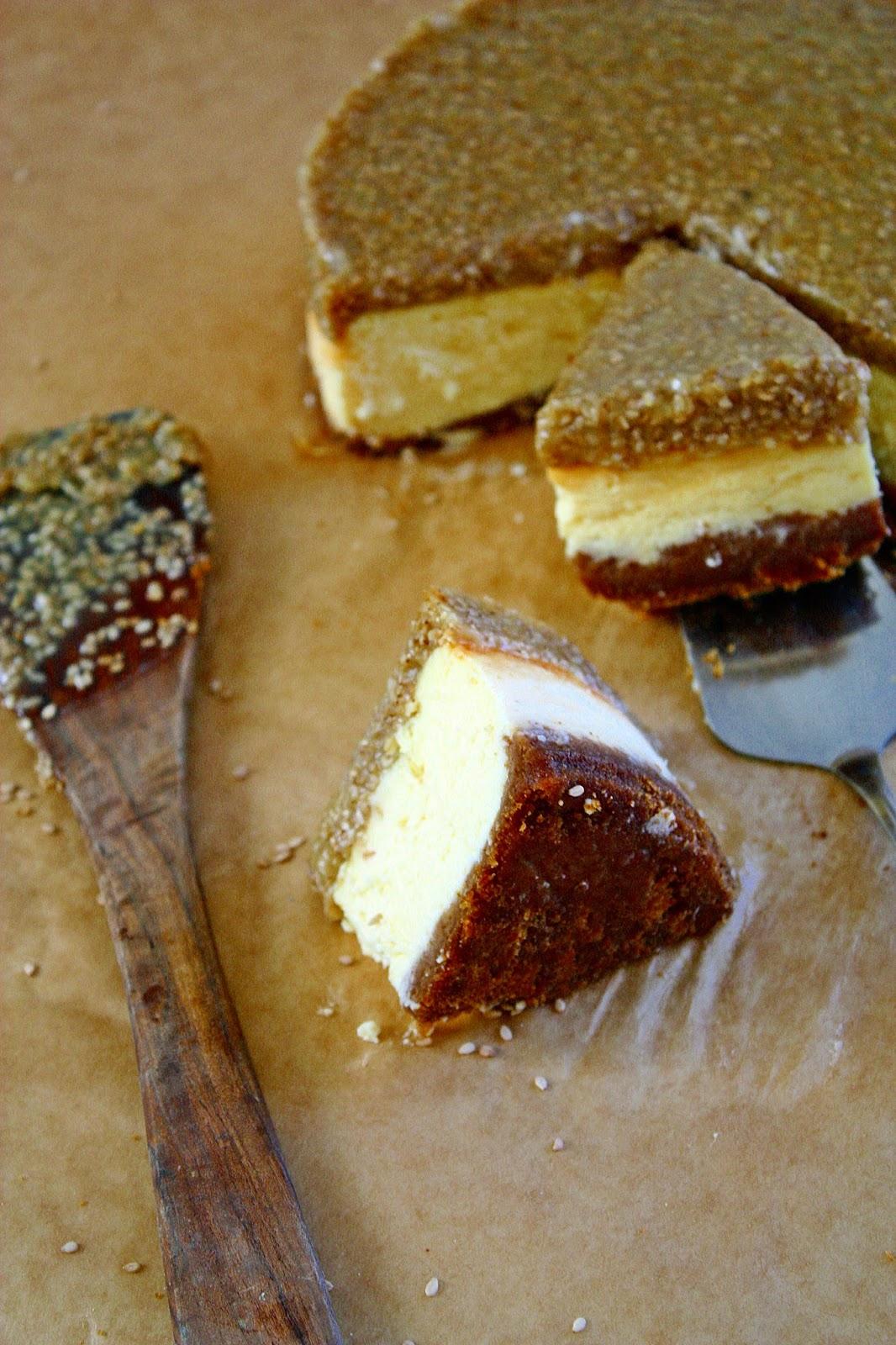 Tahini Cheesecake mit Sesam und Karamell