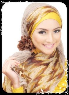 002 1 model jilbab modis kuning Contoh Model Jilbab Wisuda Terbaru Dan Cantik