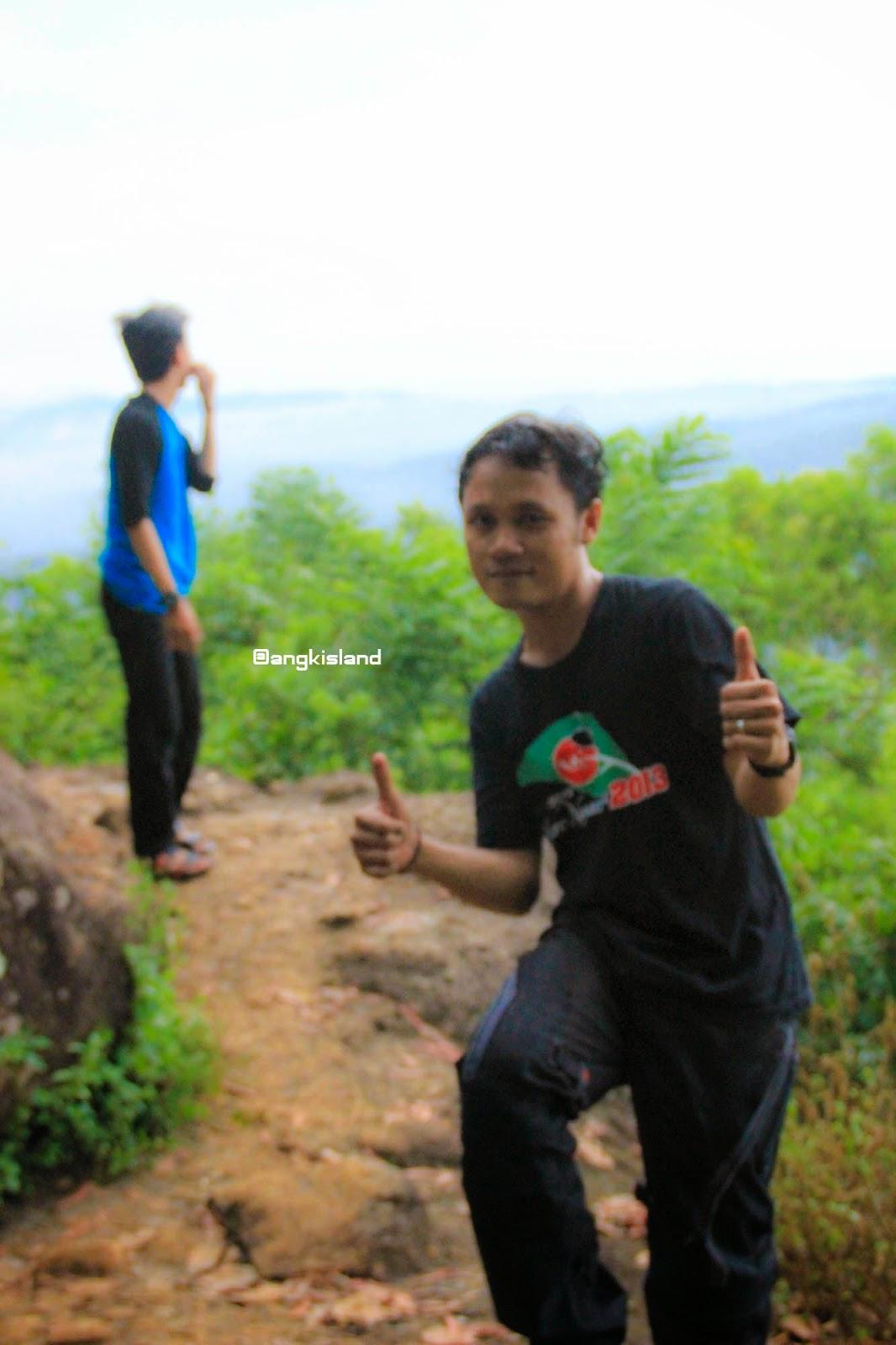 happy di gunung purba