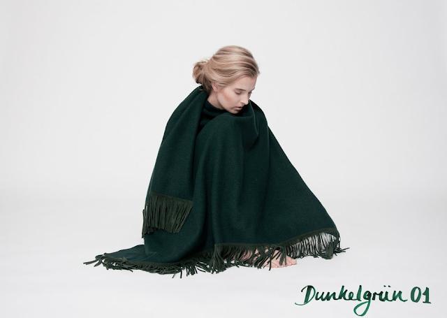 k-fashion-clothing-das-cape-maedchen-lodencape-dunkelgrün