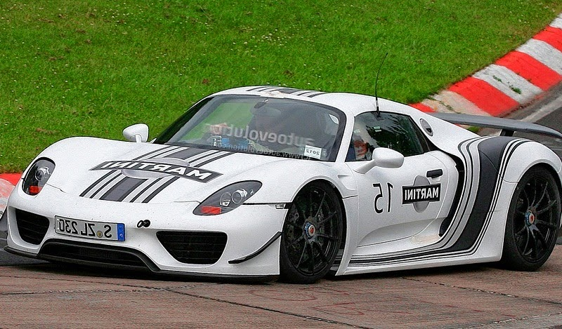White Porsche 918 Spyder Martini Racing