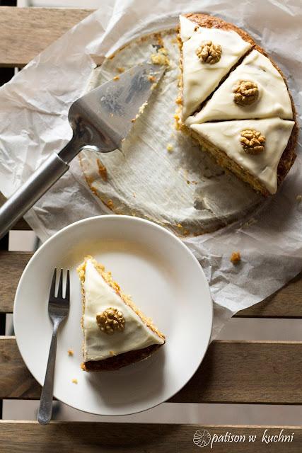 Ciasto dyniowe (marchewkowe) przekładane kremem.