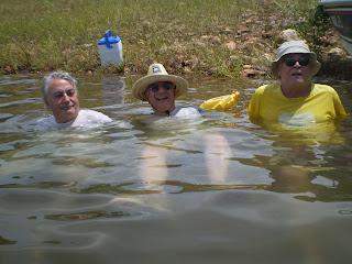 Banho nas águas da represa Serra da Mesa