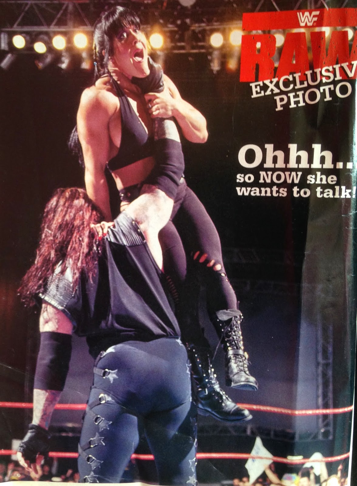 WWE - WWF Raw Magazine - April 1998 - Undertaker Chokeslams Chyna