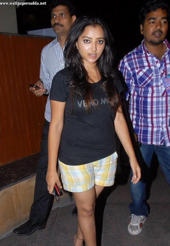 Swetha Basu hot thighs in mini shorts Photoshoot images
